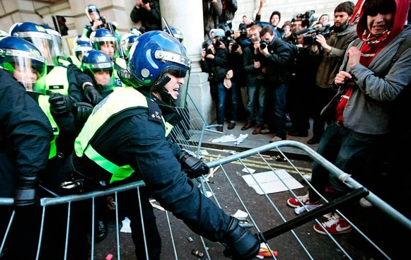 london protest09 800x507 Студенческие беспорядки в Лондоне продолжаются