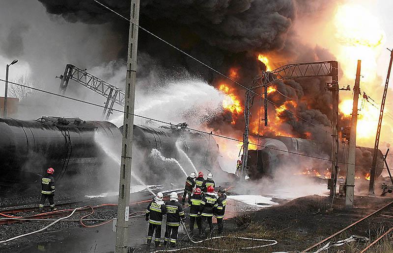 Взрыв цистерн с нефтепродуктами в Польше [Фоторепортаж]