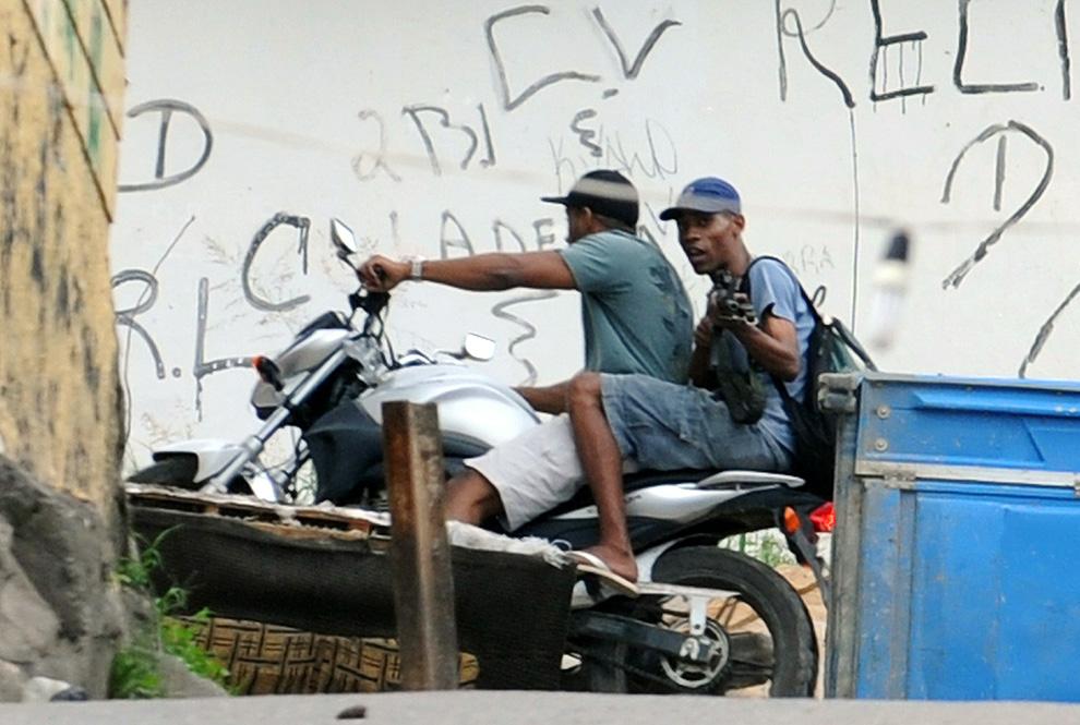 r04 2611 Нарковойна в Рио