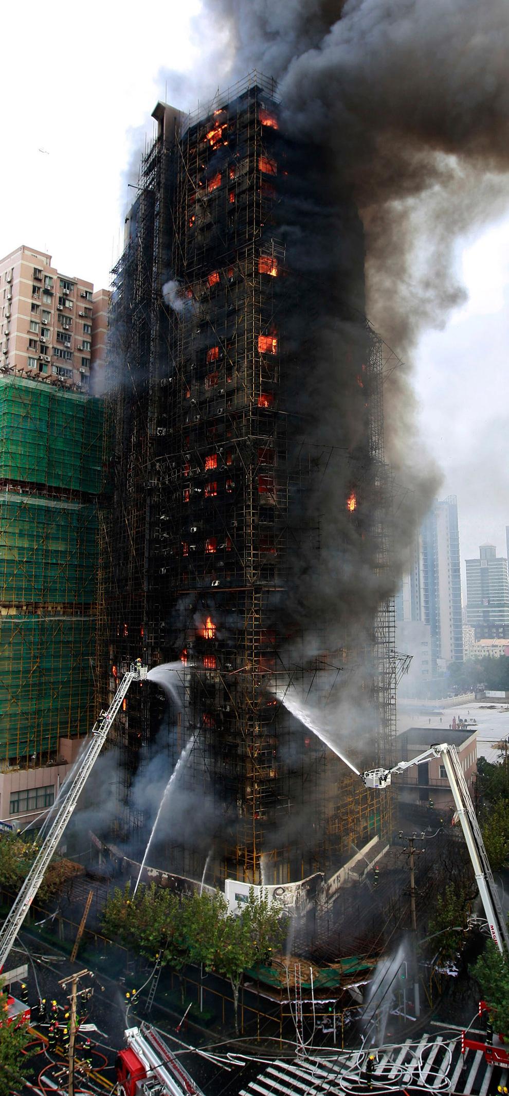s08 2594 Пожар в шанхайском жилом доме