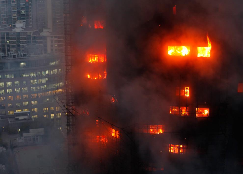 s10 2594 Пожар в шанхайском жилом доме