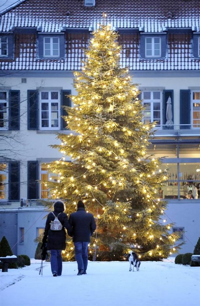 1039 647x990 Рождественские огни в разных странах мира