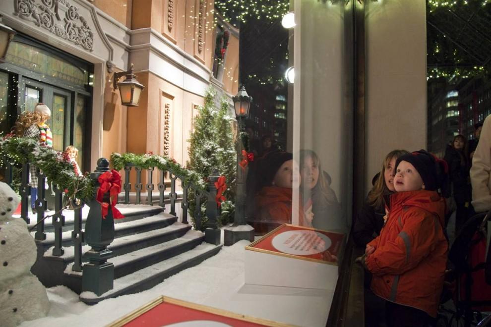 1040 990x660 Рождественские витрины магазинов Нью Йорка