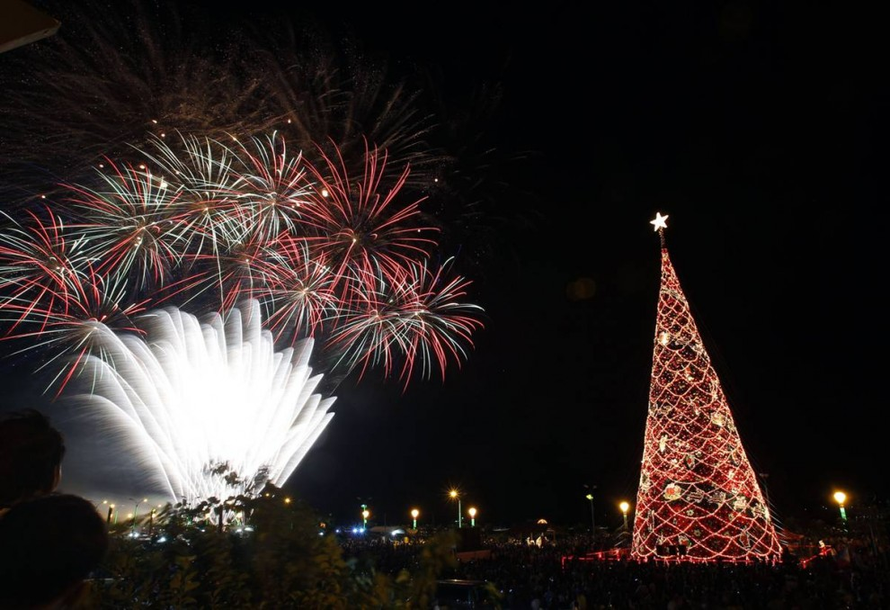 1815 990x678 Рождественские огни в разных странах мира