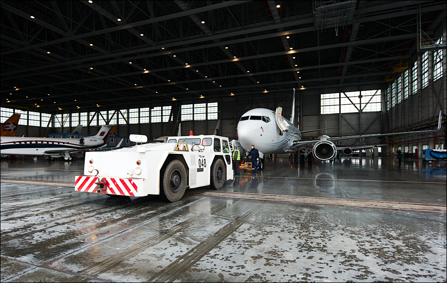 2521 Как обслуживают и ремонтируют самолеты