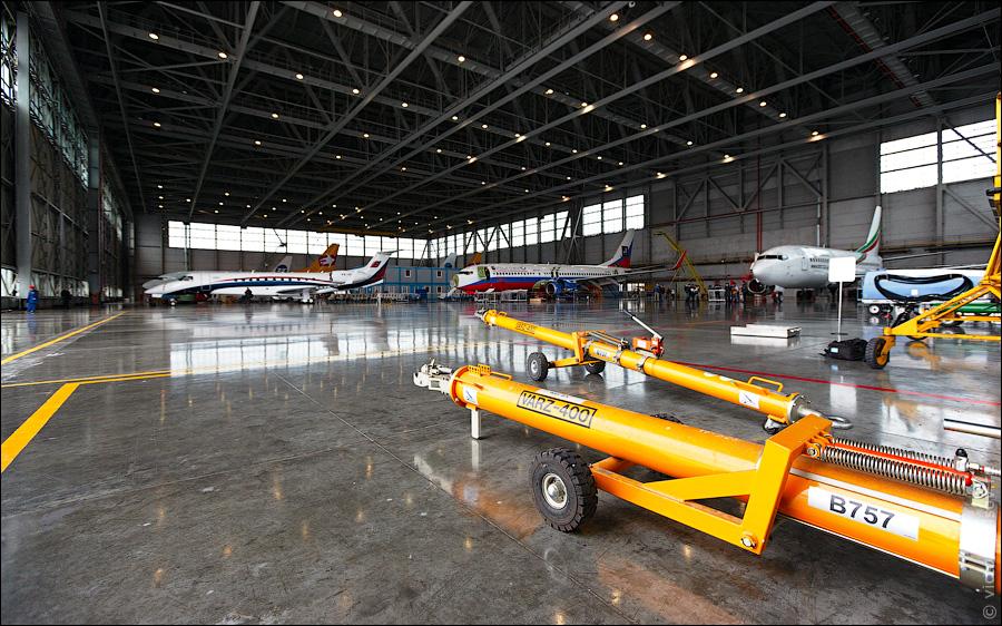 2717 Как обслуживают и ремонтируют самолеты