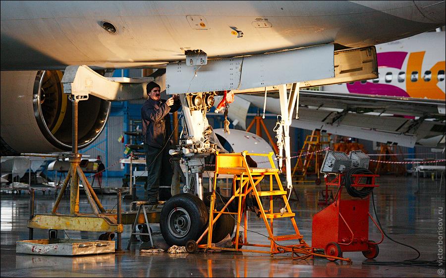 2814 Как обслуживают и ремонтируют самолеты