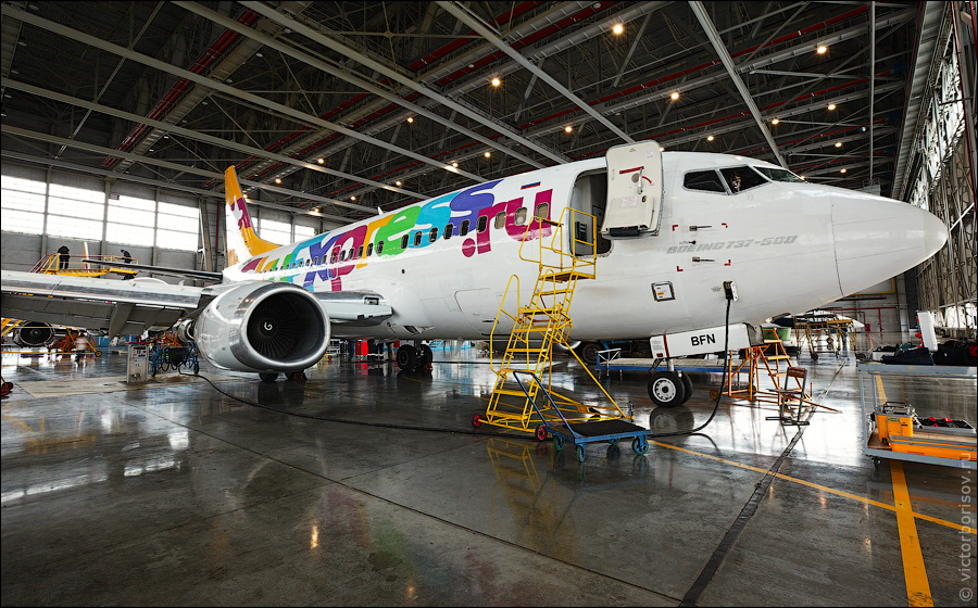 3513 Как обслуживают и ремонтируют самолеты
