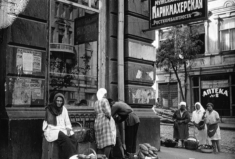 По Советскому Союзу 1930-х годов