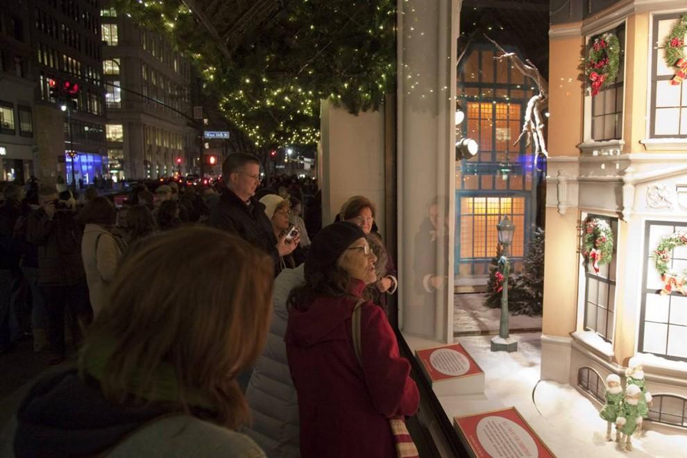 612 990x660 Рождественские витрины магазинов Нью Йорка