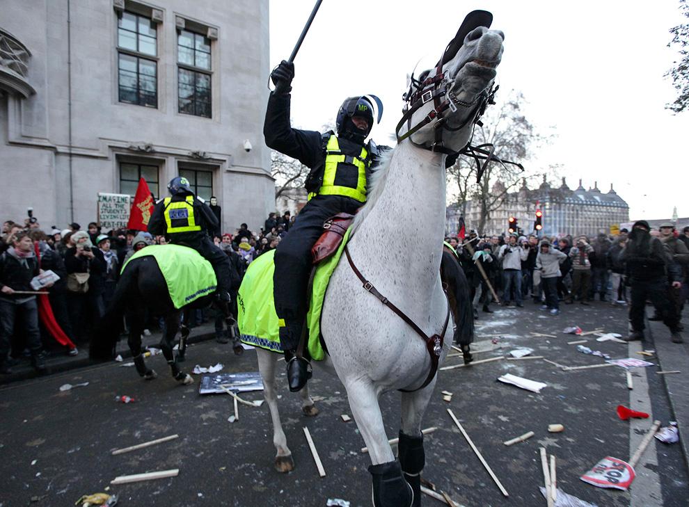 l09 2626 Студенческие акции протеста в Лондоне