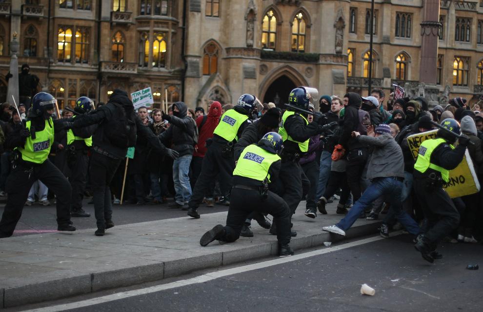 l12 2626 Студенческие акции протеста в Лондоне