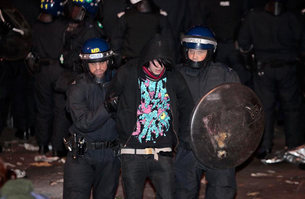 l32 2626 Студенческие акции протеста в Лондоне