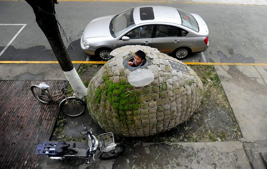 pb 101202 egg1 shulman.photoblog900 Китаец построил дом яйцо, чтобы не снимать квартиру