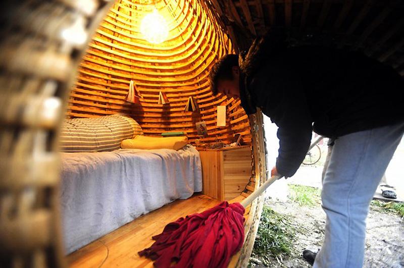 pb 101202 egg3 shulman.photoblog901 Китаец построил дом яйцо, чтобы не снимать квартиру