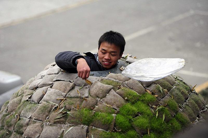 pb 101202 egg3 shulman.photoblog903 Китаец построил дом яйцо, чтобы не снимать квартиру