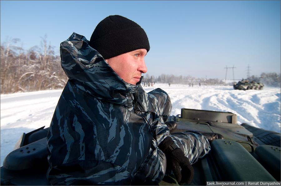 """Зимние учения ОМОНа. На БТРах и """"Тиграх"""" по пересеченной местности."""