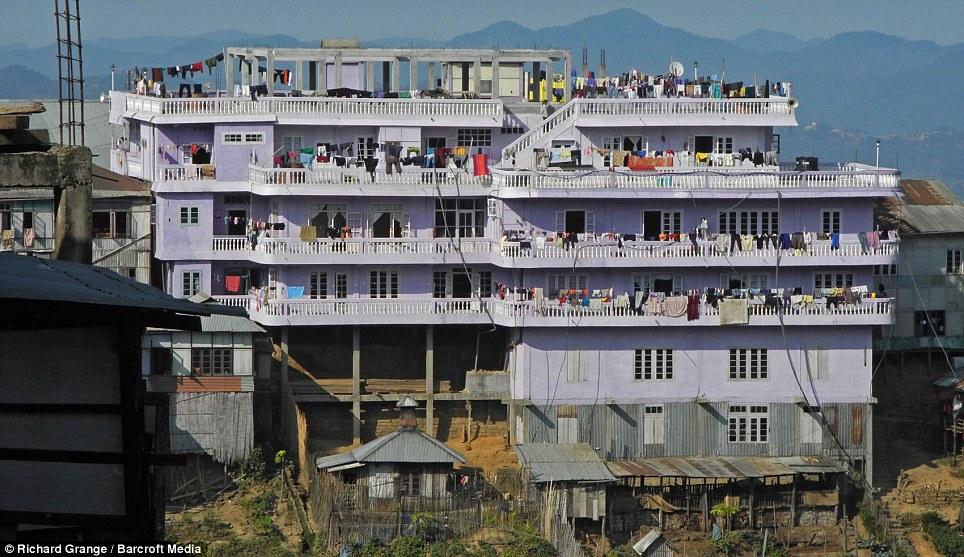 0241 В Индии проживает самая многочисленная семья в мире