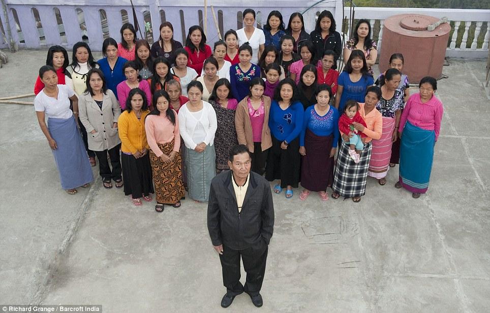 0438 В Индии проживает самая многочисленная семья в мире