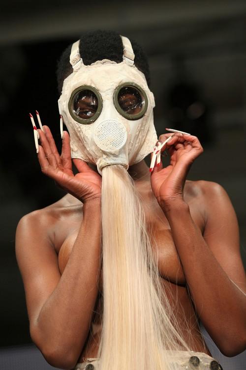 230211 92554 67342 16 Любимый дизайнер Леди Гага шокировал публику