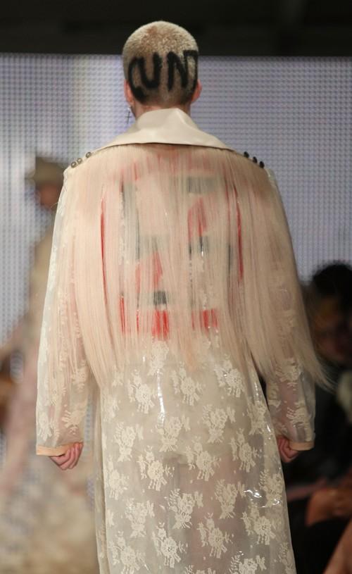 230211 92554 67342 18 Любимый дизайнер Леди Гага шокировал публику
