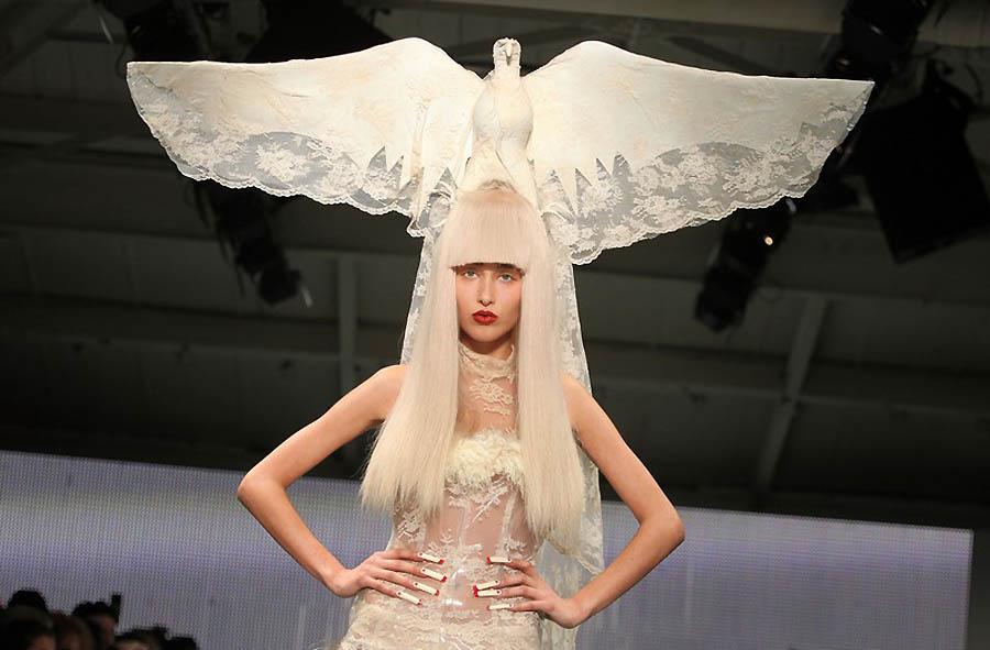 230211 92554 67342 22 Любимый дизайнер Леди Гага шокировал публику