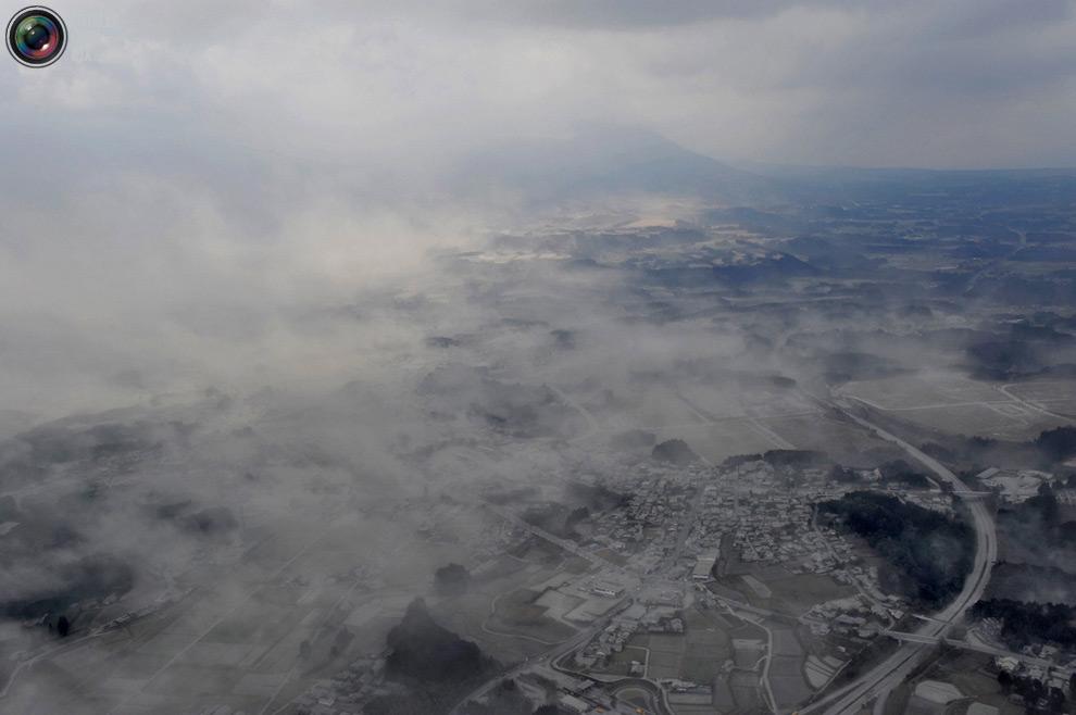 Город Такахару полностью засыпало пеплом