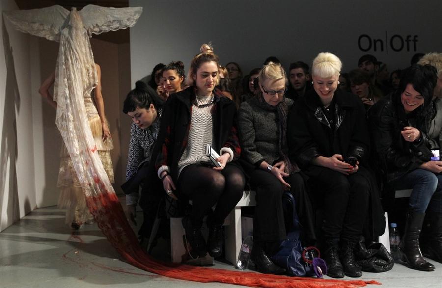 pb 110220 fashion cannon.photoblog900 Любимый дизайнер Леди Гага шокировал публику