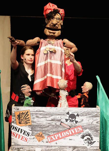 0320 Кукольный спектакль про Каддафи