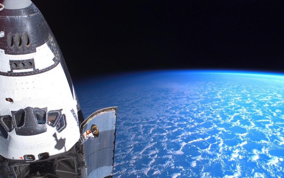 0330 Выход в открытый космос: Голубое небо под ногами