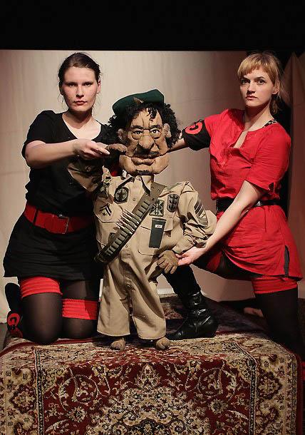0520 Кукольный спектакль про Каддафи