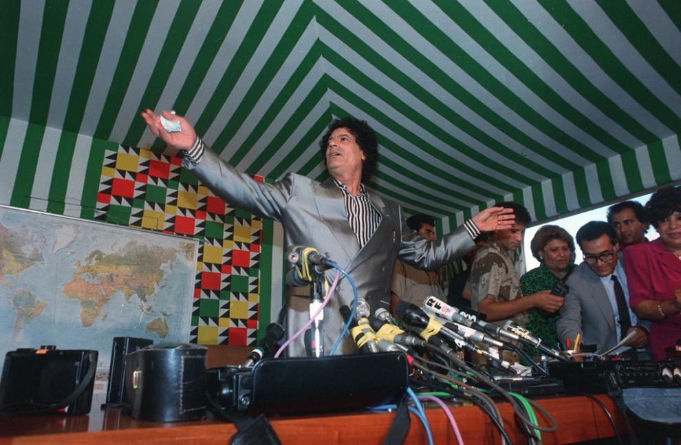 08 990x647 Муаммар Каддафи в разные годы своего правления
