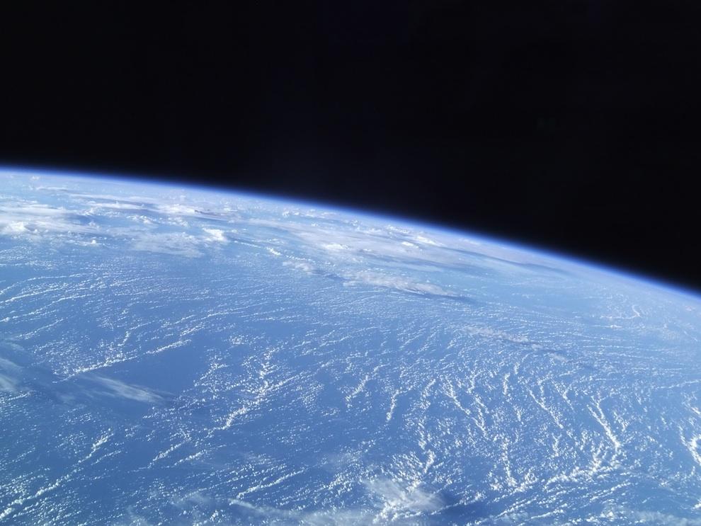 0828 Выход в открытый космос: Голубое небо под ногами