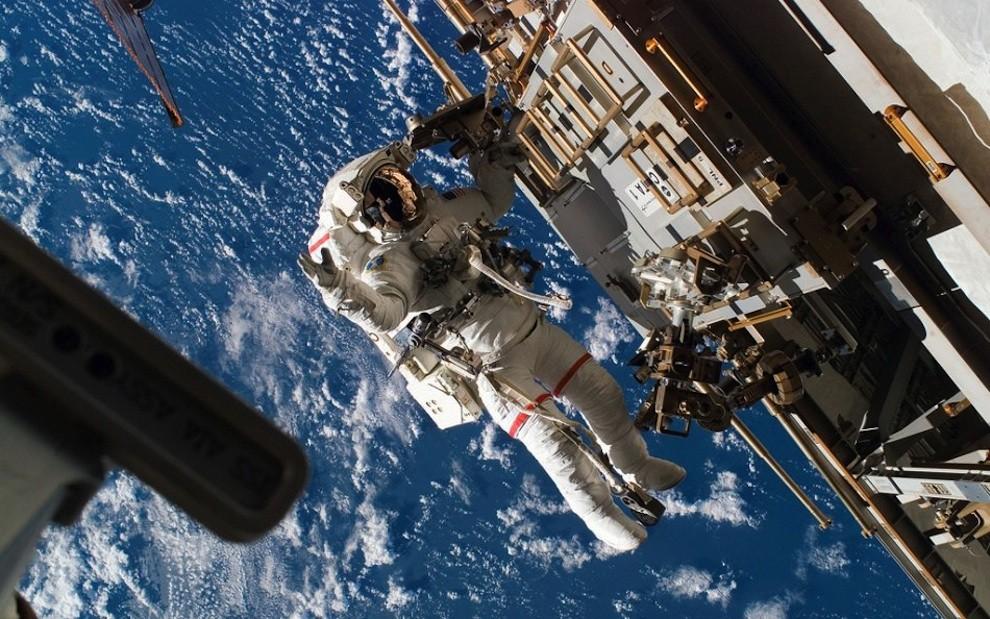 0927 Выход в открытый космос: Голубое небо под ногами