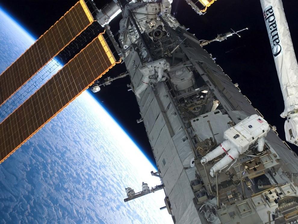 1050 Выход в открытый космос: Голубое небо под ногами