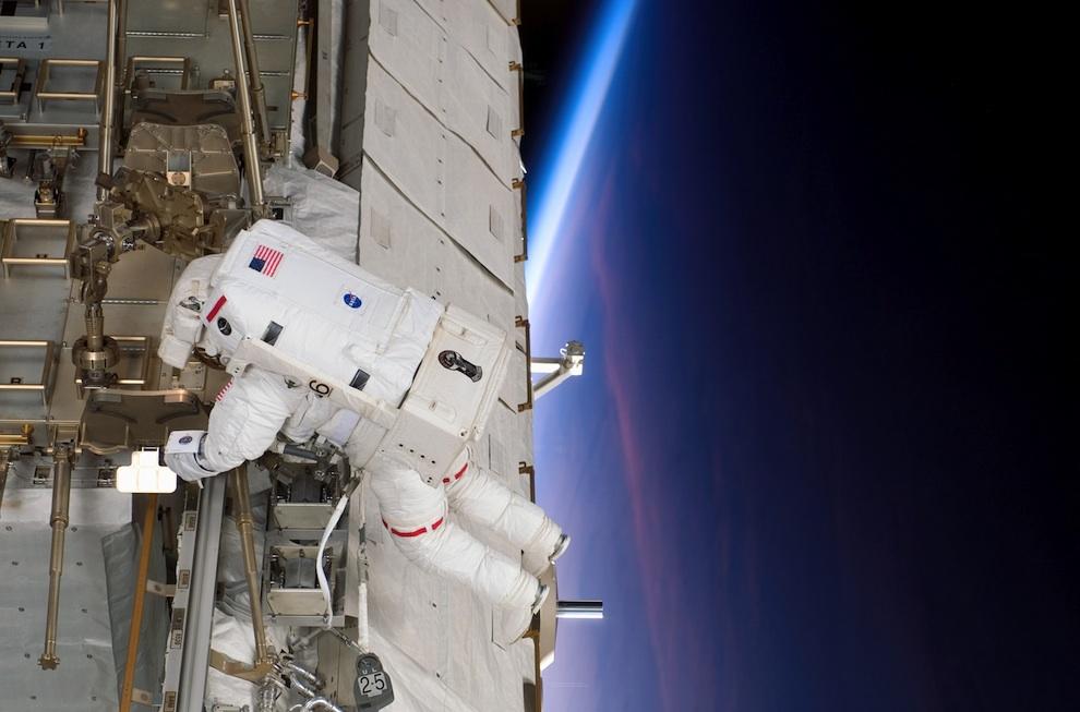1449 Выход в открытый космос: Голубое небо под ногами