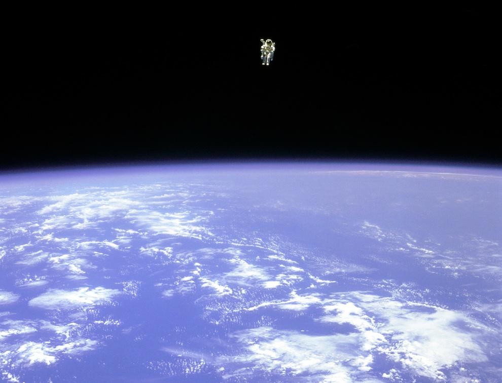 1642 Выход в открытый космос: Голубое небо под ногами