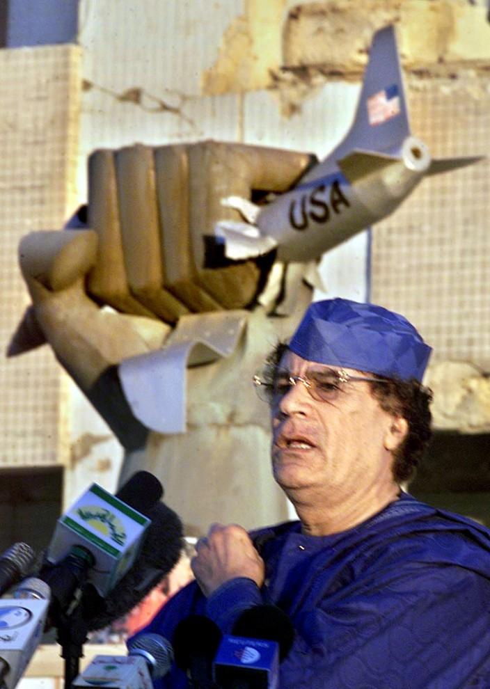 17 704x990 Муаммар Каддафи в разные годы своего правления