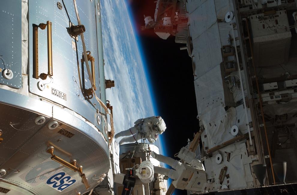 1931 Выход в открытый космос: Голубое небо под ногами