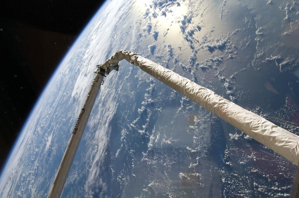 2226 Выход в открытый космос: Голубое небо под ногами