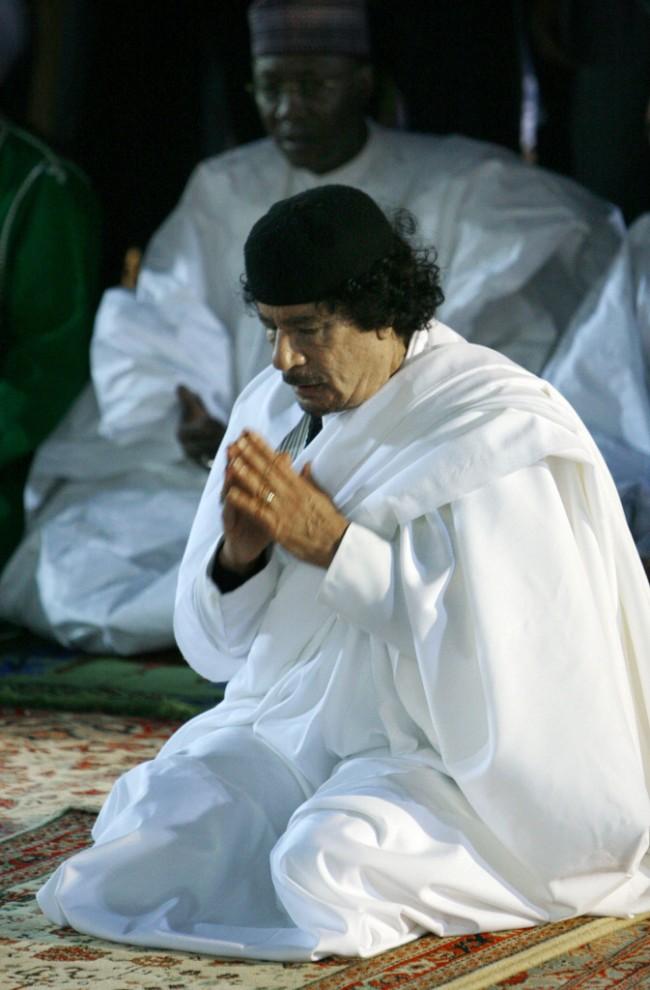 24 650x990 Муаммар Каддафи в разные годы своего правления