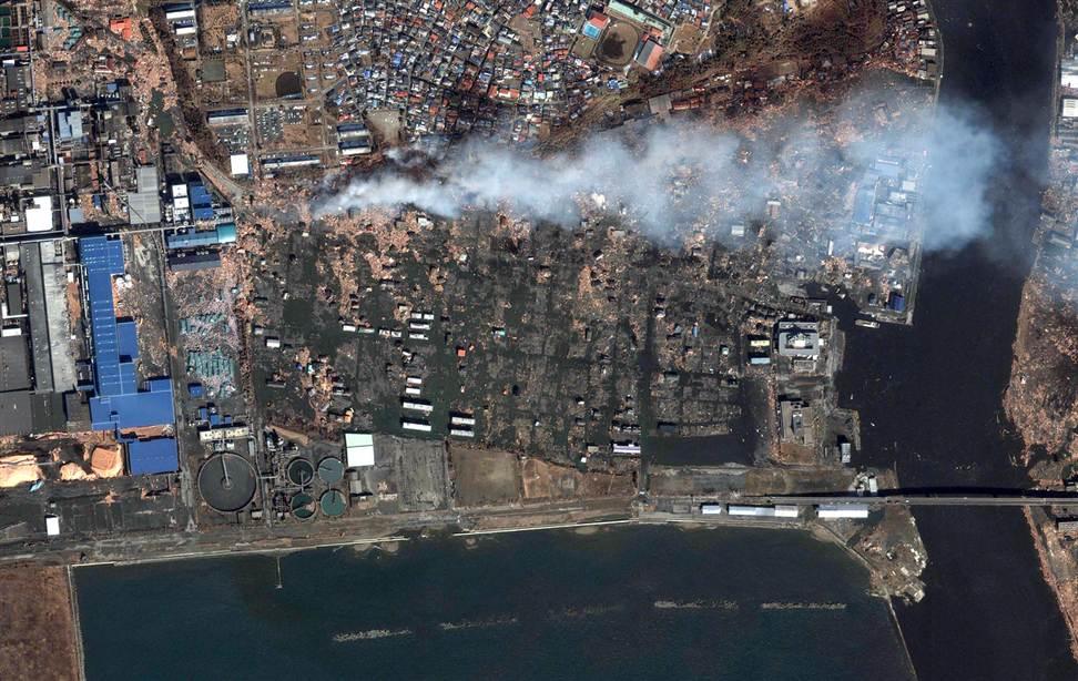 2412 Снимки со спутника: До и после землетрясения в Японии