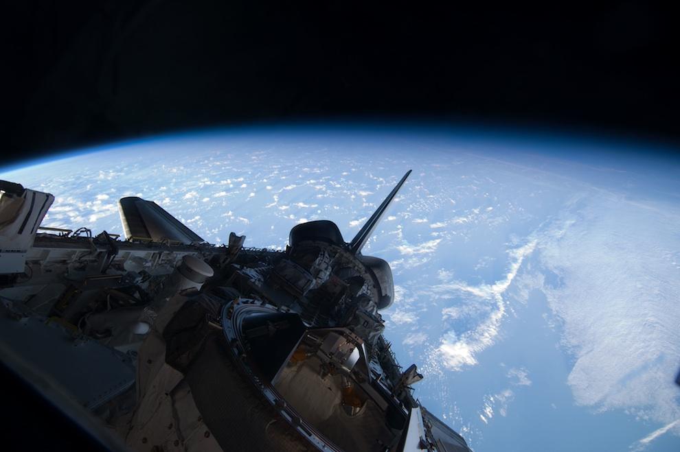2424 Выход в открытый космос: Голубое небо под ногами