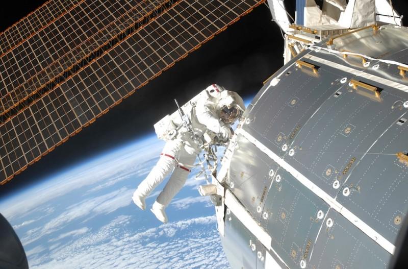 Выход в открытый космос: Голубое небо под ногами