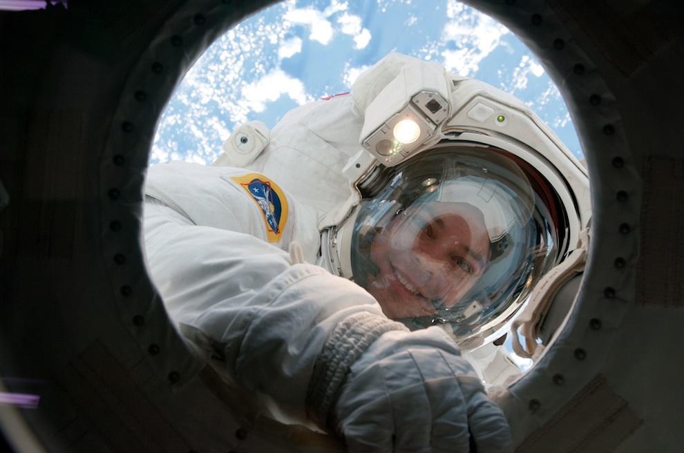 2621 Выход в открытый космос: Голубое небо под ногами
