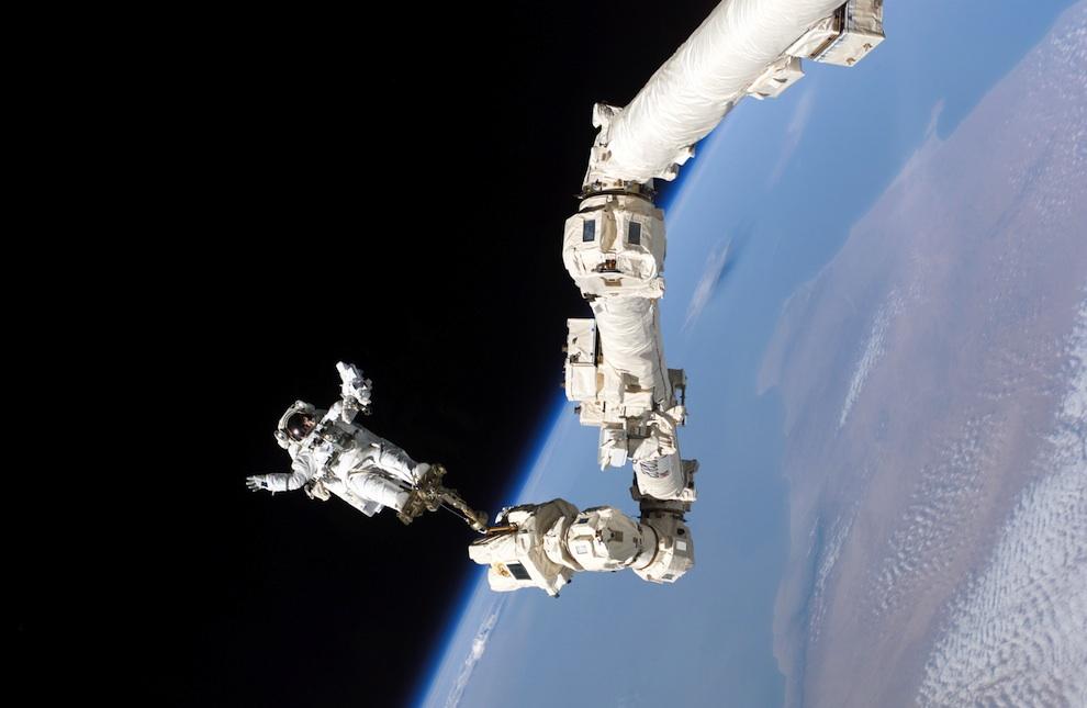 2919 Выход в открытый космос: Голубое небо под ногами