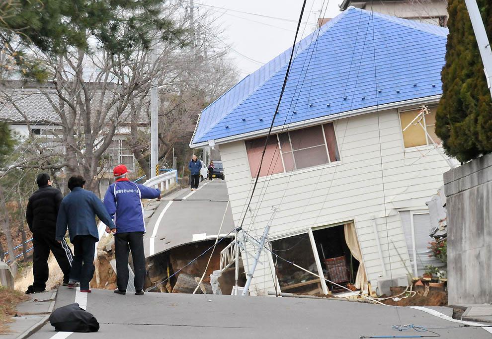 298 tsunami dan konsekuensi lain dari gempa di Jepang