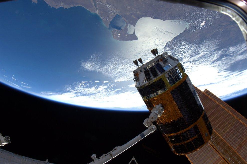 3017 Выход в открытый космос: Голубое небо под ногами