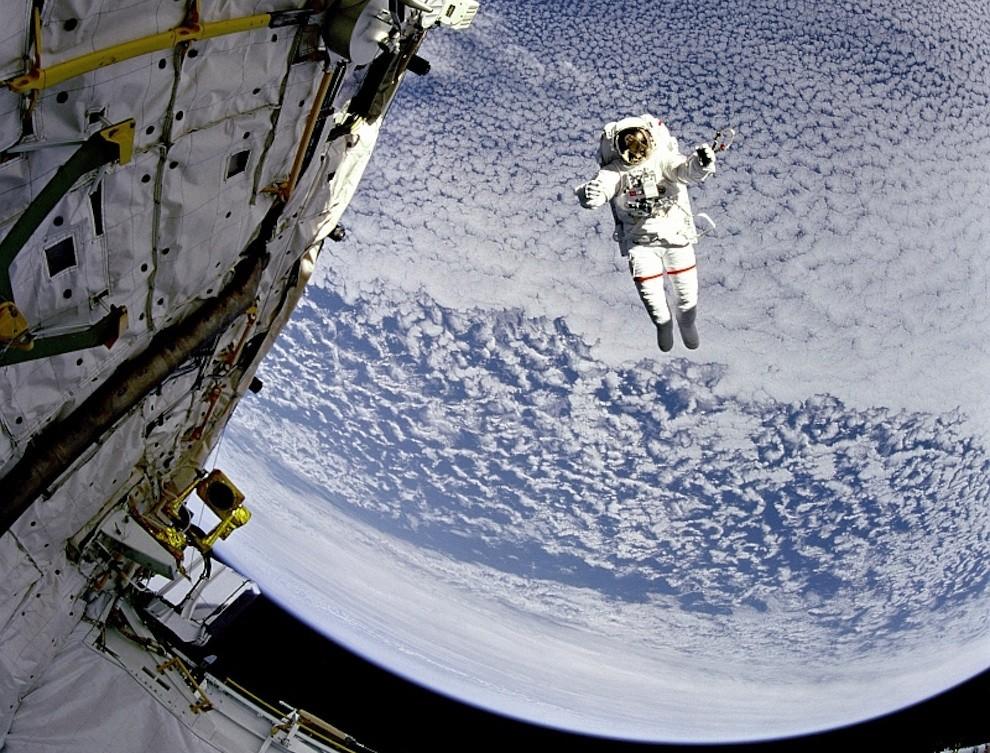 3121 Выход в открытый космос: Голубое небо под ногами