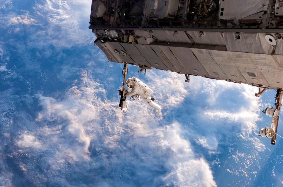 3217 Выход в открытый космос: Голубое небо под ногами